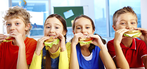 Children_Eating_Lunch