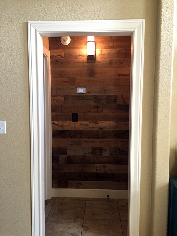 Reclaimed-Wood-Wall-Finished-2