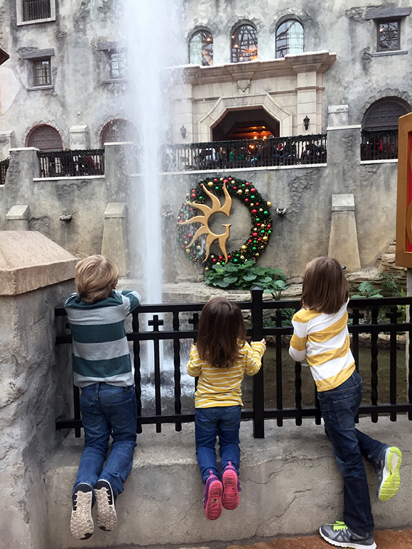 kids-fountain-gaylord